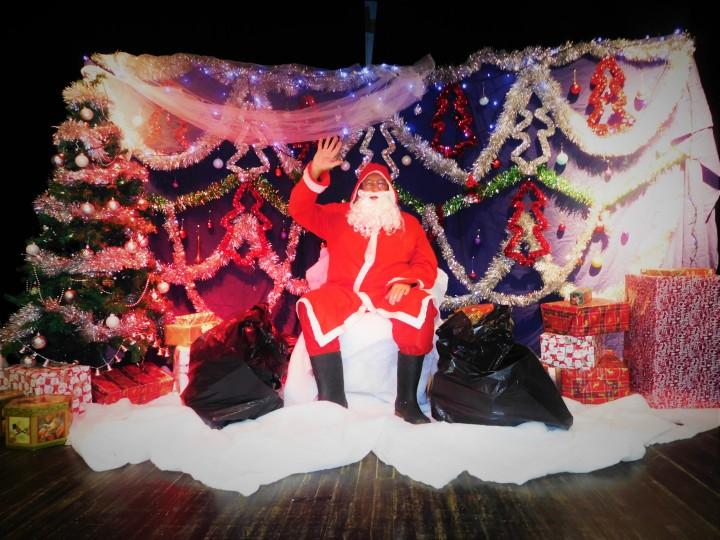 Santa in The Grotto 2019 2